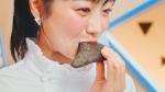 高田夏帆 マクドナルド 三角チョコパイ「三角チョコパイ 黒・クッキー&クリームたべくらべちゃう?」篇 0009