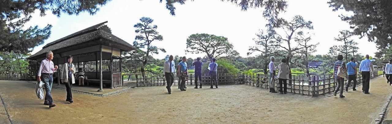20191026 後楽園今日の午後の観光定番位置の松林側から眺めた三枚構成の園内ワイド風景 (1)