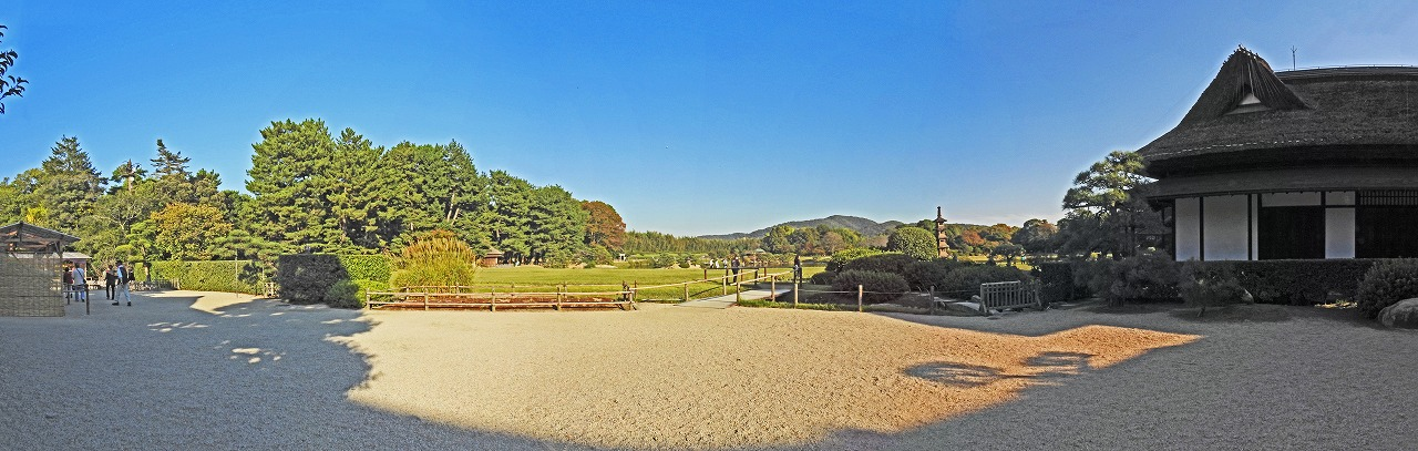 20191031 後楽園今日の午後の鶴鳴館前庭から眺めた園内ワイド風景 (1)