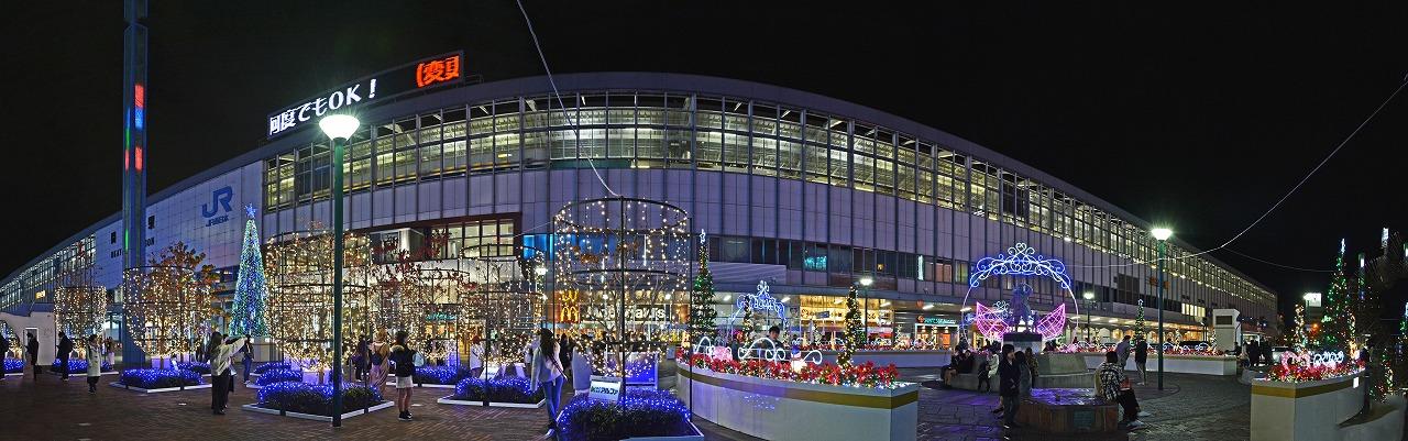 20191224 岡山駅前の昨晩のバス停側から眺めたイルミネーションの様子ワイド風景 (1)