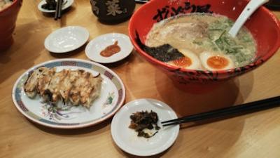 10/21 夕食 豚骨ラーメンと餃子  ずんどう屋