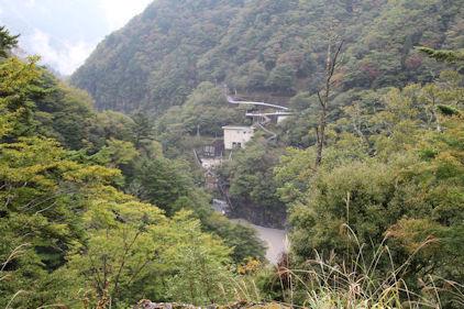 10/20 対岸展望台から吊り橋までの道