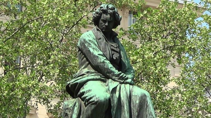 ベートヴェン銅像