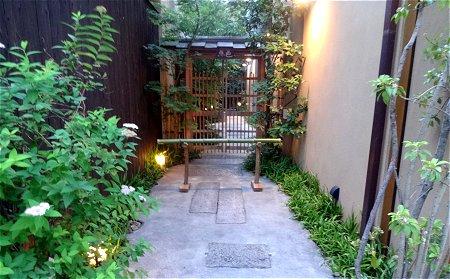 夕暮れの京都のどっかの茶屋