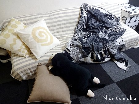 Nantonaku marimekkoブランケットでお昼寝