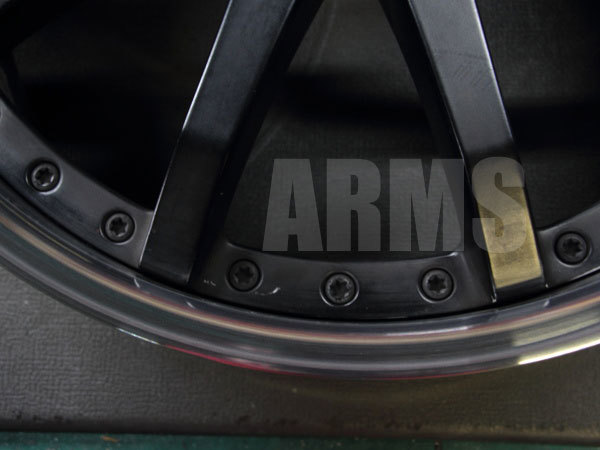 ホイールの抉れた部分をアルミ溶接で修理
