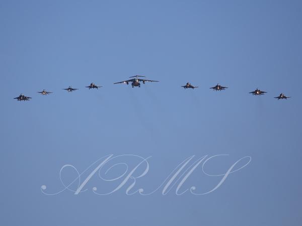 編隊飛行する航空自衛隊