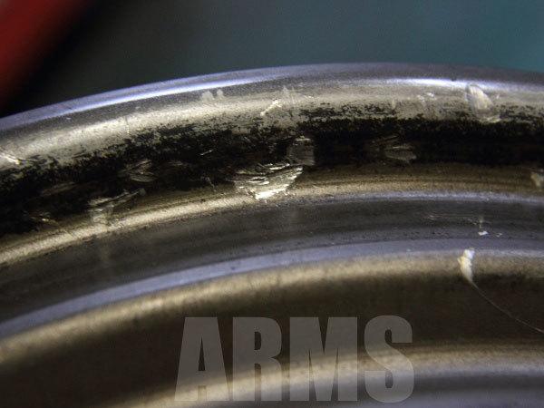 タイヤレバーの傷からエア漏れ