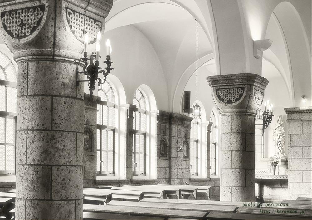 月岡悦子 石の教会
