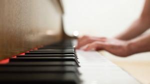 pianoを撫でるように