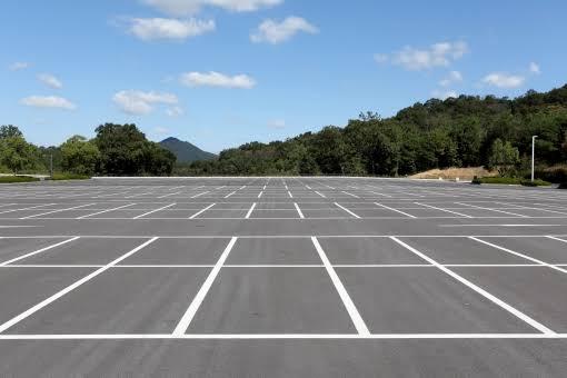 【車】空いている駐車場で隣に停める【トナラー】