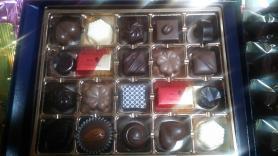 メリー チョコレートパーティーの中のファンシーチョコレート20個