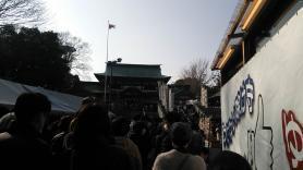 椿祭り 参拝の列