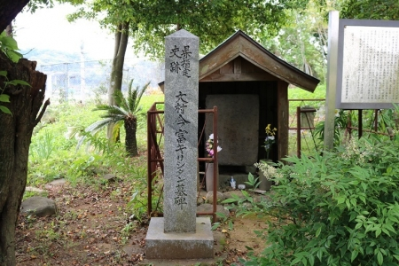 今富キリシタン墓碑