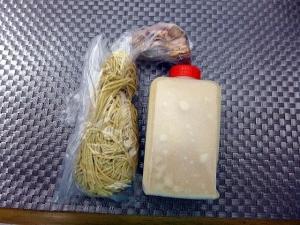 【お持ち帰り】丸山製麺所@02お持ち帰り地鶏白湯らーめん 1
