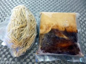 【お持ち帰り】大東本店 麺や而今@02お持ち帰りこってり醤油らーめん 1