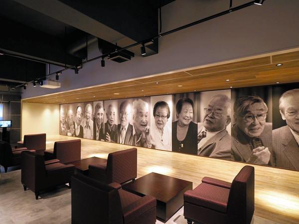 産業遺産情報センターの展示スペース。三つのゾーンのうち「ゾーン3」の資料室で、元島民の証言映像が公開されている=同センター提供