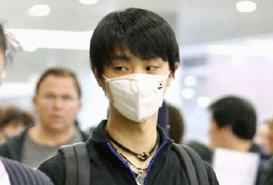 羽生結弦選手は重度の花粉症と支那大気汚染の対策として高性能「日の丸マスク」を着用していたが、日本スケート連盟が羽生に注意!