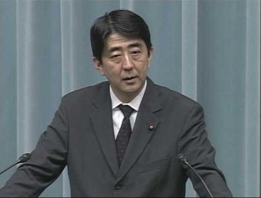 安倍晋三首相も、官房副長官だった2002年5月13日に、早稲田大学での講義において「核兵器使用は違憲ではない」、「核兵器を持ちたいなら堂々とそう言うべきだ」と明言している!