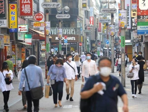 麻生太郎財務相が日本の新型コロナウイルスによる死者が少ない理由について「民度が違うから」と発言したことが中国でも報じられ、反響が寄せられている。