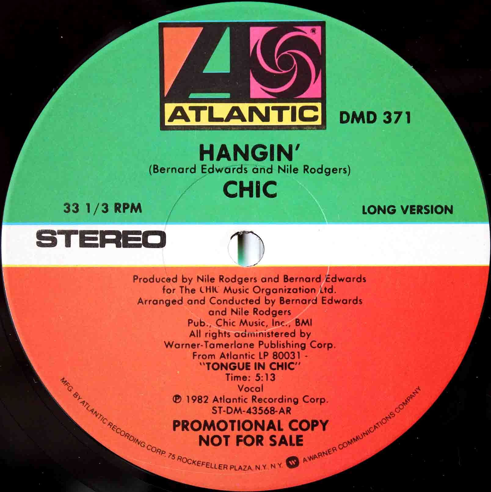 Chic Hangin 03