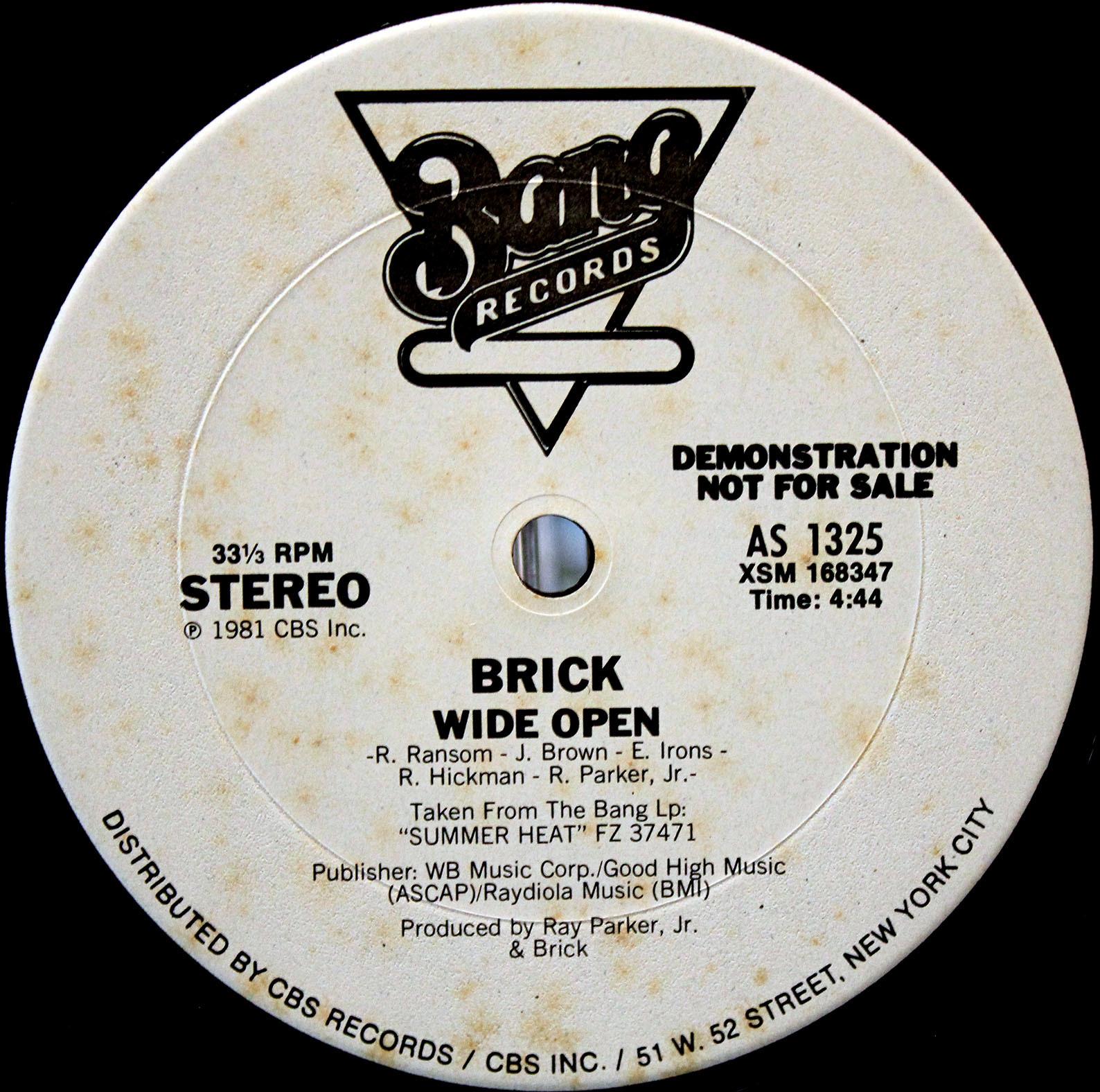 Brick wide open 01