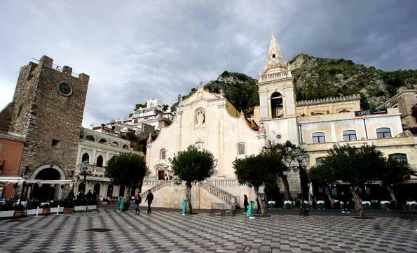 520191117 タオルミーナ PiazzaⅣAprile ピアッツアノーヴェアルリール 15cの教会 21㎝ DSC03879