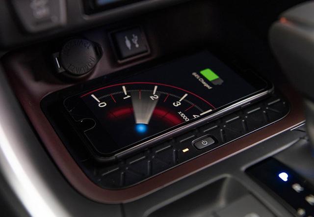 Toyota-RAV4-2019-800-43.jpg