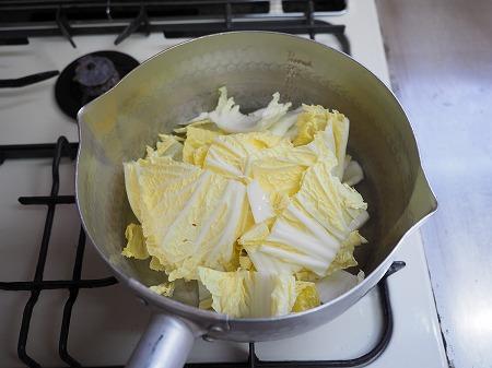 白菜と豚肉のミルク煮込み麺020