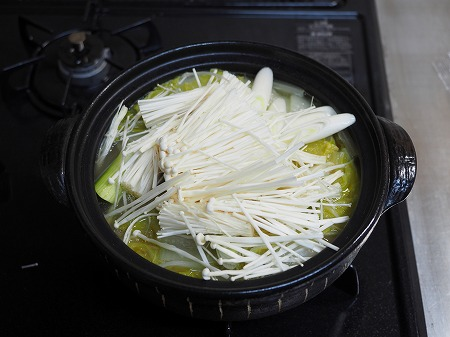 炙り手羽先のスープ鍋047