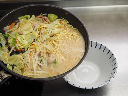 野菜炒めラーメン050