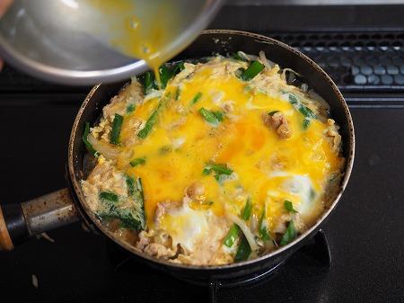 豚ニラもやしの卵とじ丼053