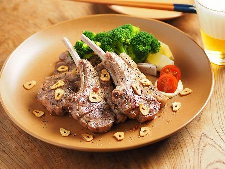 骨付きラム肉のガーリック塩焼001