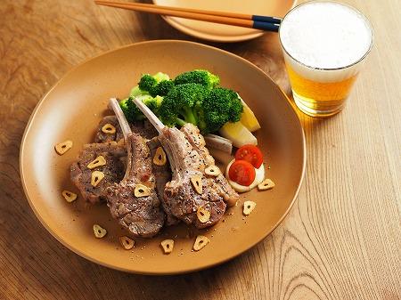 骨付きラム肉のガーリック塩焼012