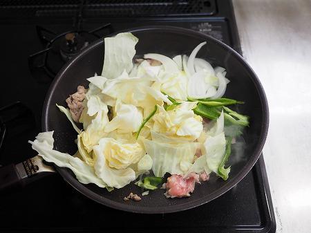 野菜たっぷりインスタント焼きそ023