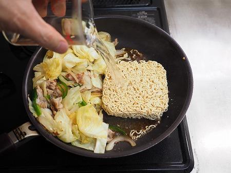 野菜たっぷりインスタント焼きそ026