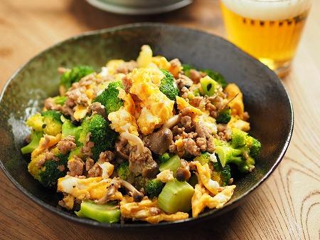 ブロッコリーと豚肉の卵炒め015