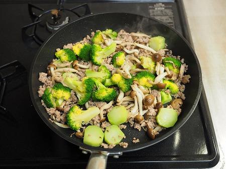 ブロッコリーと豚肉の卵炒め033