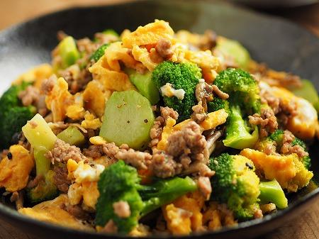 ブロッコリーと豚肉の卵炒め019