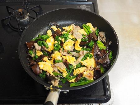 わさび菜ときくらげの卵炒め053