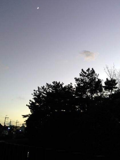 古墳上の月