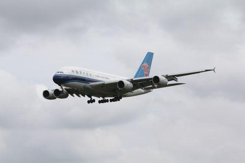 8825_中国南方航空_B-6136