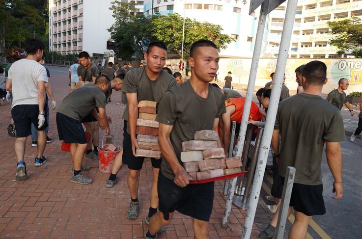 afp_chinese_soldiers_hk_2_3.jpg
