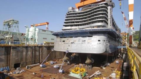 巨大な客船01
