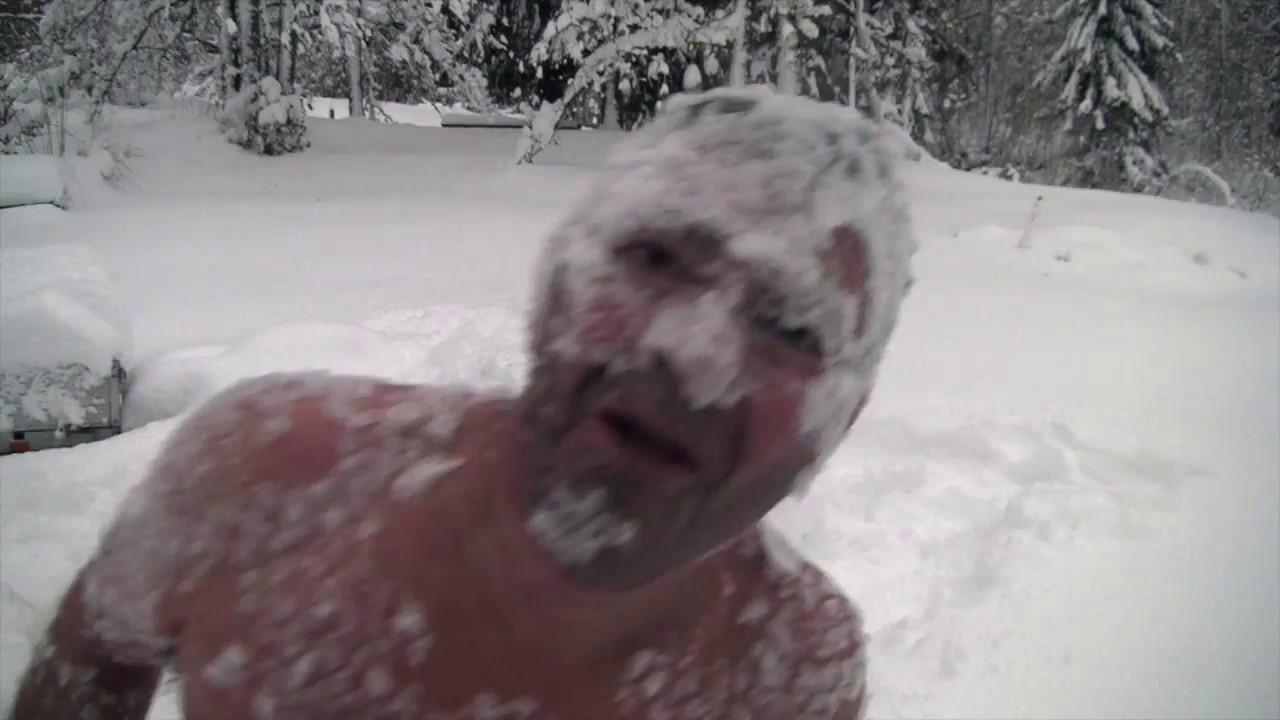 寒いところで!お酒を飲むと危険な理由が分かる動画・・・。