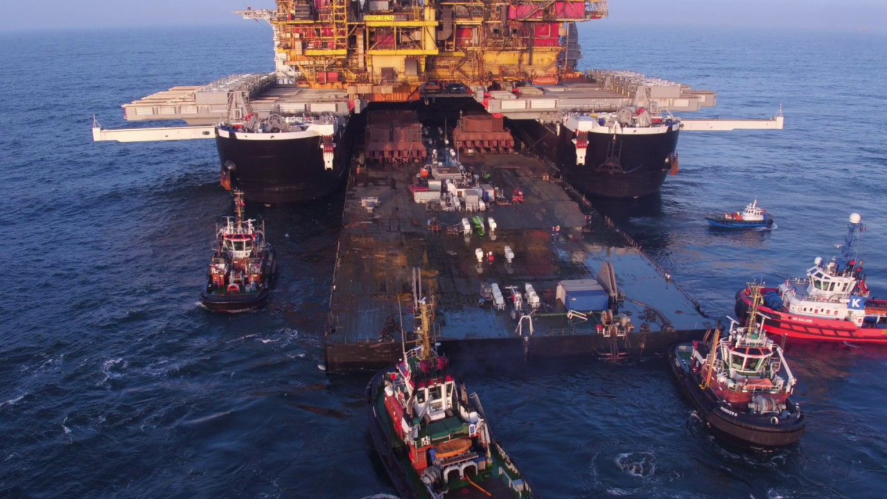 超巨大な!海上石油採掘場の移動方法が凄い!!