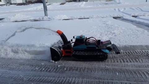 ラジコンの除雪車_01