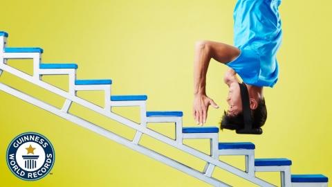 頭の力だけで階段を登る_01