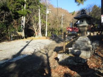 蓑毛バス停から少し進んで右の登山道を進む200105