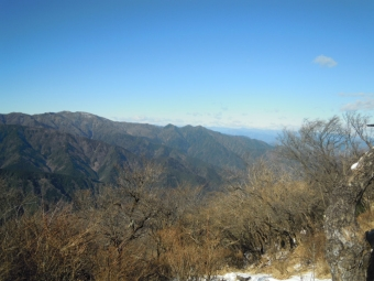 大山山頂から丹沢三峰200105
